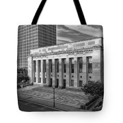 Black And White Of The Tennessee Supreme Court Building In Nashville Tennessee Tote Bag
