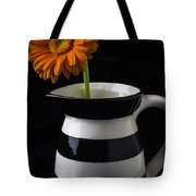 Black And White Vase With Daisy Tote Bag