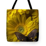 Brown Butterfly On Yellow Daisies  Tote Bag