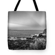 Castle Rock Beach Sunset Sunrays Marblehead Ma Black And White Tote Bag
