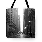 Chicago In The Rain 2 B-w Tote Bag