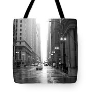 Chicago In The Rain B-w Tote Bag
