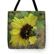 Daisy With Blue Bee Tote Bag