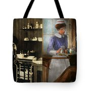 Dentist - An Incisive Decision - 1917 - Side By Side Tote Bag