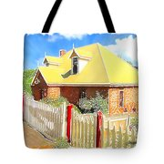 Do-00142 House And Fence Tote Bag
