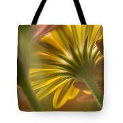 Down Among The Daisys Tote Bag