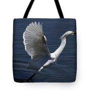 Egret Taking Off Tote Bag