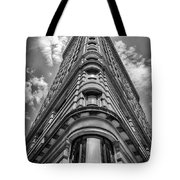 Flatiron Building  Nyc Black And White Tote Bag