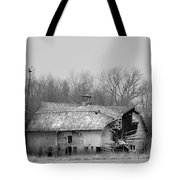 Forest Avenue Barn Bw Tote Bag
