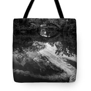 Gapstow Bridge In Central Park - Bw Tote Bag