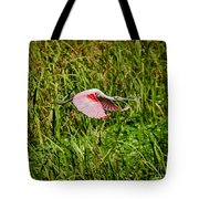 Gliding Spoonbill In Bayou Tote Bag