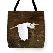 Great Egret In Flight Tote Bag