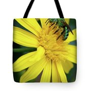 Green Bee On Yellow Daisy Tote Bag