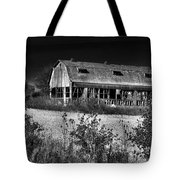 Hainesville Barn B/w Tote Bag