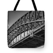 Harbor Bridge In Black And White Tote Bag by Yew Kwang