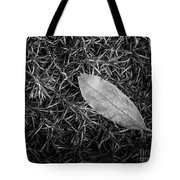Leaf In Phlox Nature Photograph Tote Bag