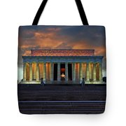 Lincoln Memorial At Dusk Tote Bag