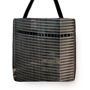 Metlife Building - 200 Park Avenue In Nyc Tote Bag