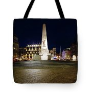 Monument On The Dam In Amsterdam Netherlands At Night Tote Bag