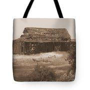 Old Barn In Oregon Tote Bag
