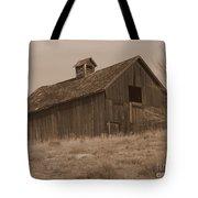 Old Barn In Washington Tote Bag