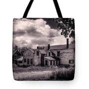 Old Farmhouse In Maine Tote Bag