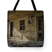 Old House 14 Tote Bag by Roger Snyder