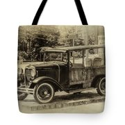 Old Jalopy In Wiscasset Tote Bag