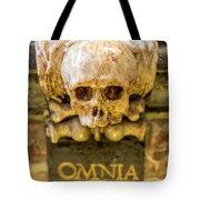 Omnia Mors Aequat Tote Bag
