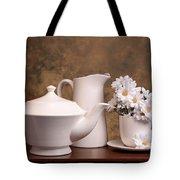 Panoramic Teapot With Daisies Tote Bag