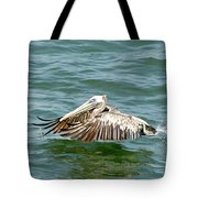 Pelecan In Flight Tote Bag