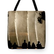 People Watching Fountain At Bellagio Tote Bag