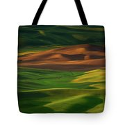 Red Barn In The Morning Sun Tote Bag