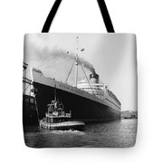 Rms Queen Elizabeth Tote Bag by Dick Hanley and Photo Researchers