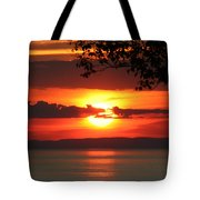 Setting Sun On The Bay Of Fundy Tote Bag