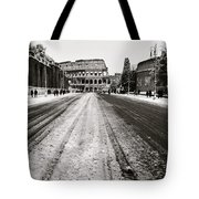 Snow At The Colosseum - Rome Tote Bag