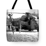 Soldiers Run To A Hh-53c Helicopter Tote Bag