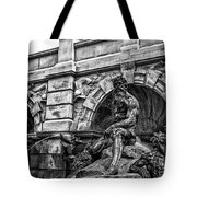 The Court Of Neptune Fountain In Black And White Tote Bag