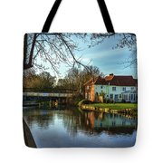 The Kennet And Avon Canal At Sulhamstead Tote Bag