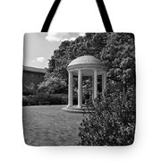 The Old Well At Chapel Hill In Black And White Tote Bag