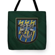 U. S.  Army 12th Special Forces Group - 12 S F G  Beret Flash Over Green Beret Felt Tote Bag
