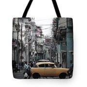 Un Taxi Amarillo Tote Bag