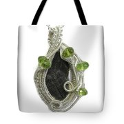 Wire-wrapped Double-trilobite Fossil Pendant In Sterling Silver With Peridot - Trilss11 Tote Bag