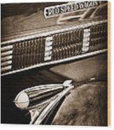1935 Reo Speed Wagon 6ap Pickup Emblem Wood Print