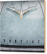 1955 Pontiac Safari Hood Ornament - Emblem Wood Print