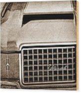 1972 Oldsmobile Grille Emblem Wood Print