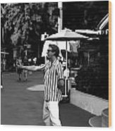 A Street Entertainer In The Hollywood Section Of Universal Studios Wood Print