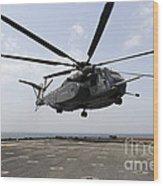 An Mh-53e Sea Dragon Prepares To Land Wood Print