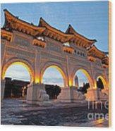 Chinese Archways On Liberty Square In Taipei Taiwan Wood Print
