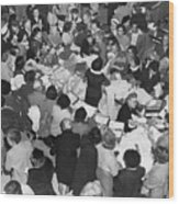 Crowds In Ohrbach's Store Wood Print
